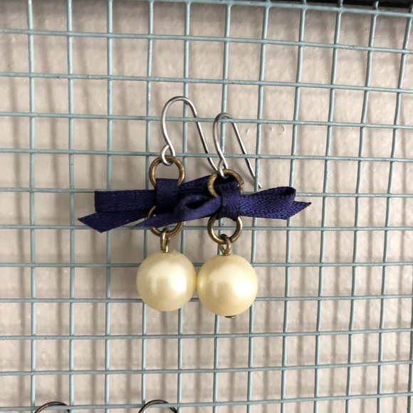 Jewelry - 💃🏻 3 for $15 💃🏻 Pearl Bow Earrings